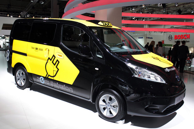 2014-Nissan-e-NV200-electric-van-being-used-as-taxi-in ...