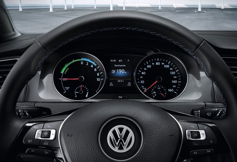 2014 Volkswagen e-Golf electric vehicle view of the ...