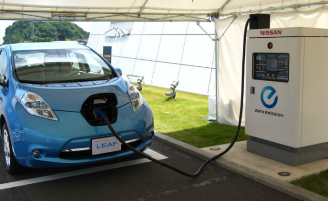 nissan leaf plugged into charge station